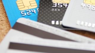 月額利用料金の支払いに利用できるVIsaデビットカード