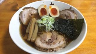 「中華そば屋 九之坪 九」の醤油チャーシュー麺